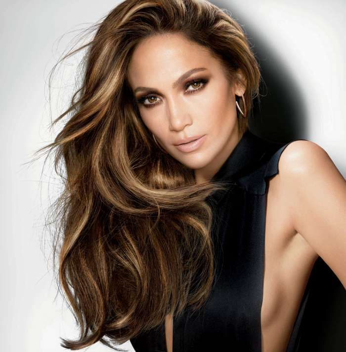J Lo's 90's-vibe bronde. Image: vogue.globo.com                              …
