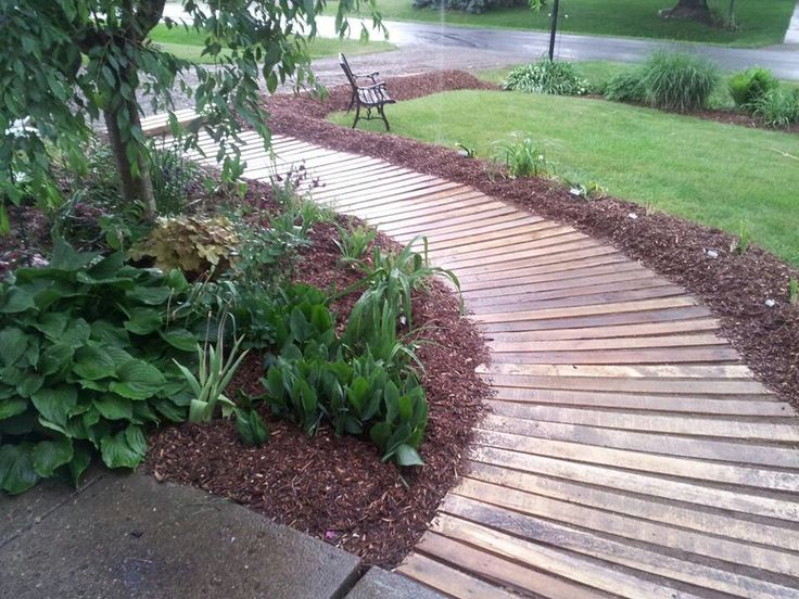 25 best ideas about pallet walkway on pinterest rustic backyard rustic pathways and shipping - Garden wooden walkways ...