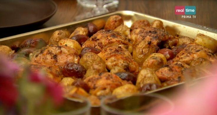 """La ricetta del pollo spagnolo con chorizo e patate di Nigella Lawson, della quinta puntata di """"Cucina con Nigella"""", su Real Time."""