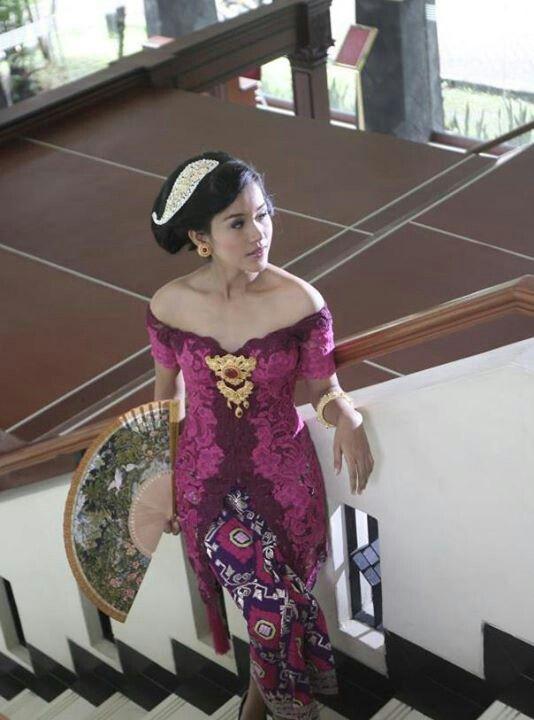 Me model for kebaya indonesia magazine, proud !
