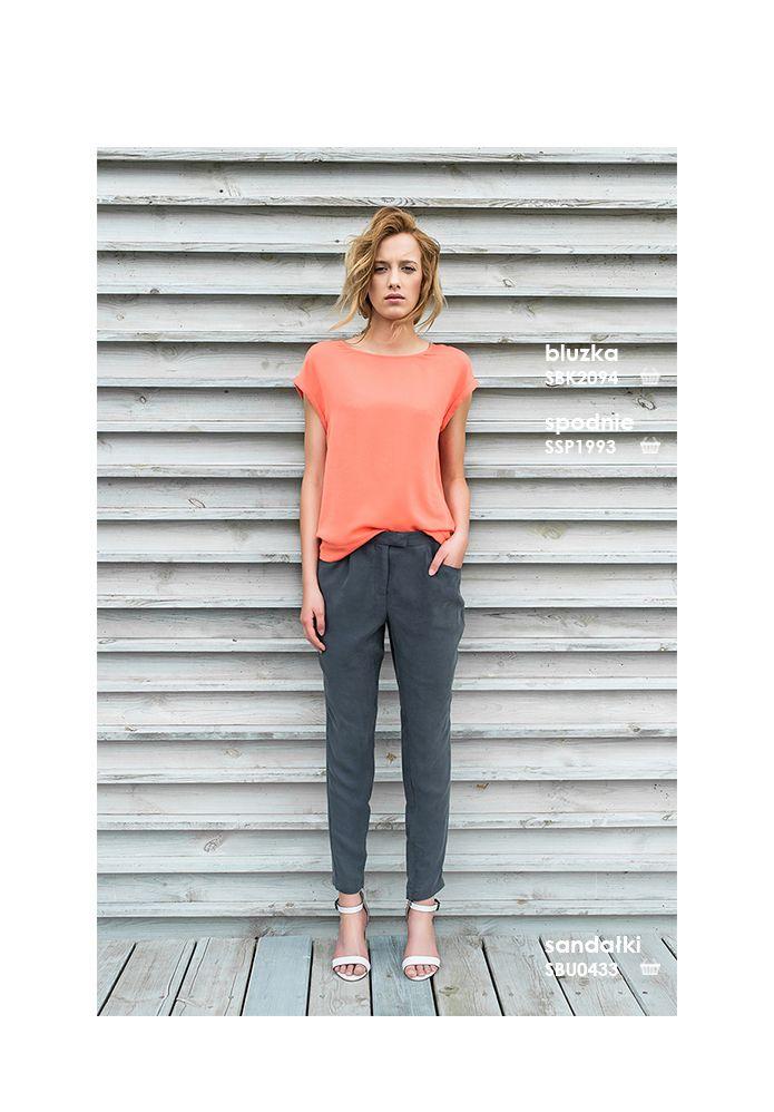 Koralowy top i spodnie casual #topsecret