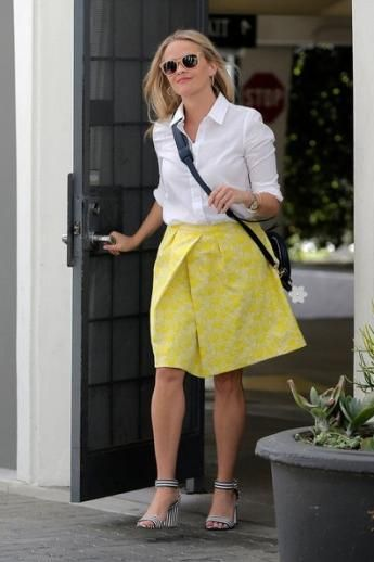 Reese Witherspoon wearing Draper James Leather Circle Bag, J.Crew Striped Strappy High-Heel Sandals and Draper James Harpeth Jacquard Mid Length Skirt in Buttercup Yellow