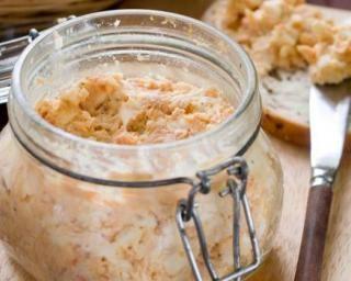 Tartinade rapide de poulet au yaourt 0% : http://www.fourchette-et-bikini.fr/recettes/recettes-minceur/tartinade-rapide-de-poulet-au-yaourt-0.html