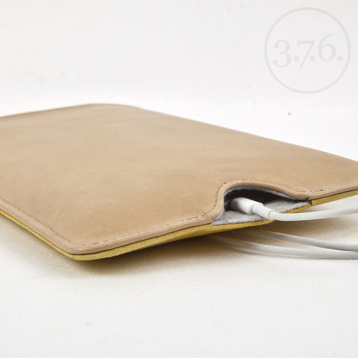 3.7.6. iPad mini etui in various colors and finishes, with easy access for power cable and pen holder