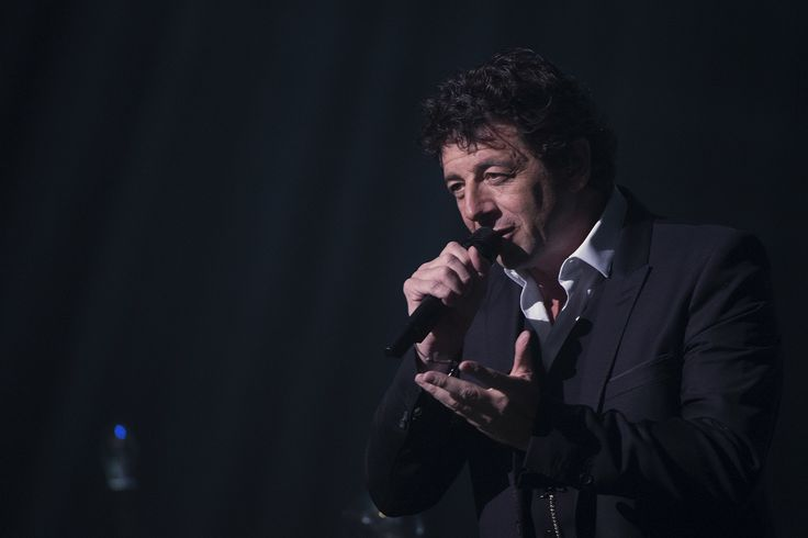 """NOUS Y ÉTIONS - Patrick Bruel était au théâtre Mogador en hommage à l'interprète de """"L'aigle noir""""."""