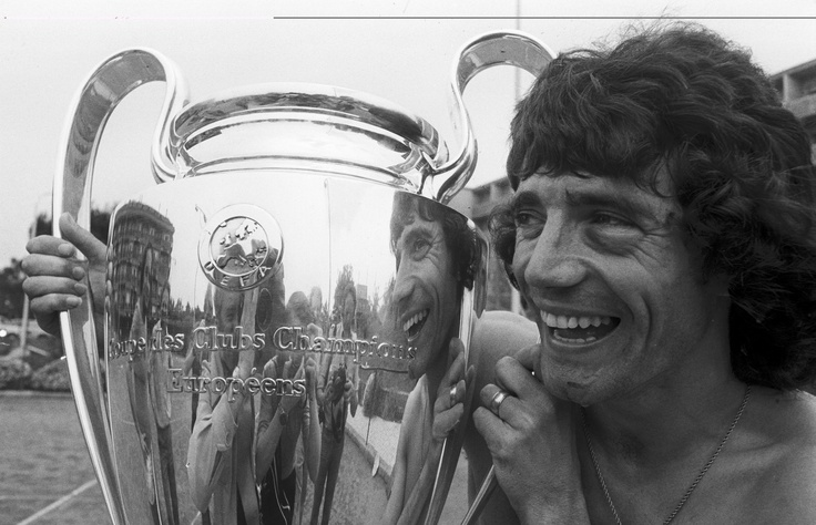 Kevin Keegan shows off the cup