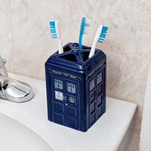 Doctor Who TARDIS Toothbrush Holder OMG WANT!