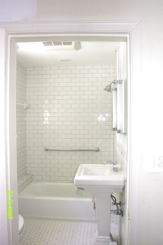 WHITE SUBWAY TILE IN BATHROOM IDEAS - http://www.homedesignstyler.com/white-subway-tile-in-bathroom-ideas/