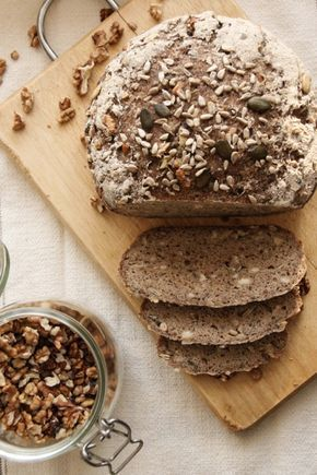 Fantasztikus magkeverékes gluténmentes kenyér Lehet kenyeret sütni gluténmentes lisztből? Hangzik a kérdés sokszor. Féltünk tőle mi is, de kipróbáltuk! Az eredmény, pedig magáért beszél! Könnyen elkészíthető, magas rosttartalmú, ízletes pékáru, egyenesen a saját konyhánkból!