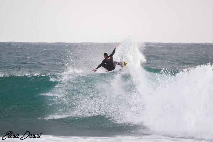 010La scorsa settimana alcuni dei più forti surfer europei comeRoberto D'amico, Marlon Lipke & Gony Zubizarreta hanno approfittato della mareggiata che si è abbattuta nella magica Sardegna, e attraversando la famosissima costa ovestsono partiti alla ricerca delle migliori condizioni in puro stile #justpassingthrough per il nuovo progetto del surfer italiano Roberto D'amico. Qua sotto potete …