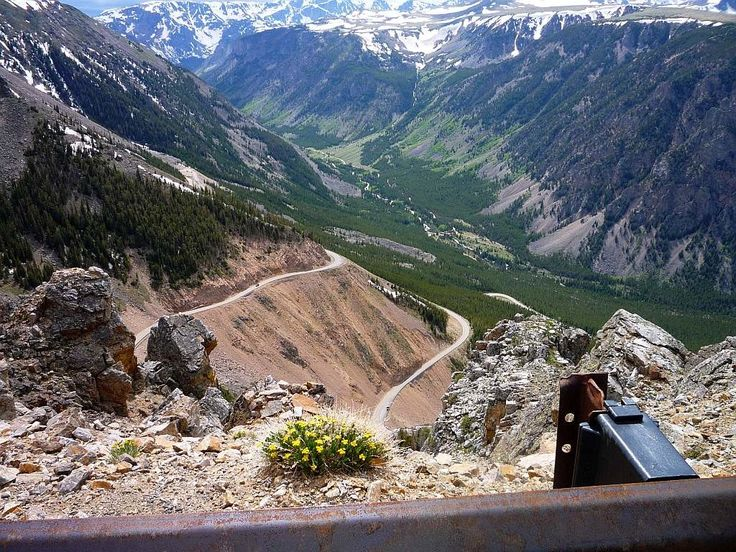 Bear Tooth Highway This 68 mile byway winds its way through southwest Montana and northwest Wyoming and leads into Yellowstone National Park at its Northeast Entrance. The Bear-tooth Highway is known as one of the most beautiful drives in America.
