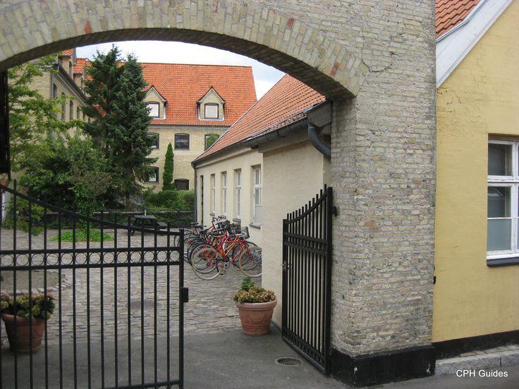 Wikders Plads. Tidligere øvelokale. Nu restaurant Kanalen.