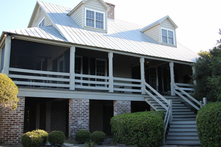 This is an important picture! I very much want to have the columns this shape and horizontal rails like those shown here. match back porch columns for side/back stoop, really like the horizontal riailings, notice that back porch is raised so there is storage room underneath
