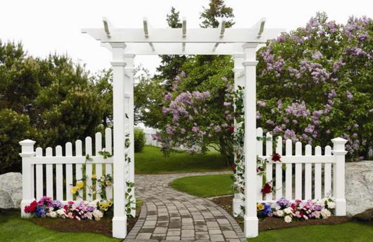 Vinyl arbor with gate and modern design in the garden for Gate arbor plans