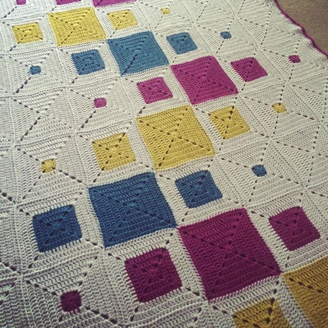 The last blanket I made for 2015. Finished yesterday. Stylecraft Special DK yarn used.