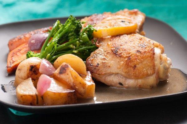 Запеченные куриные ножки с овощами, ссылка на рецепт - https://recase.org/zapechennye-kurinye-nozhki-s-ovoshhami/  #Птица #блюдо #кухня #пища #рецепты #кулинария #еда #блюда #food #cook