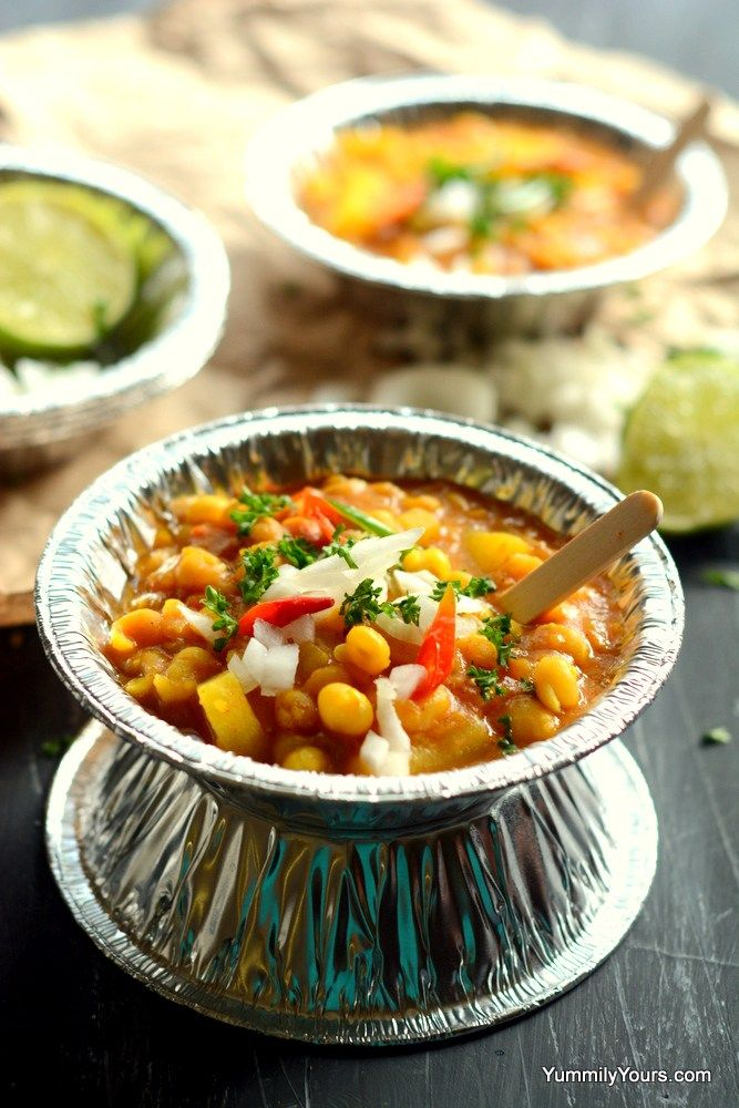 Ghugni Chaat, Popular Indian street food made with dried peas