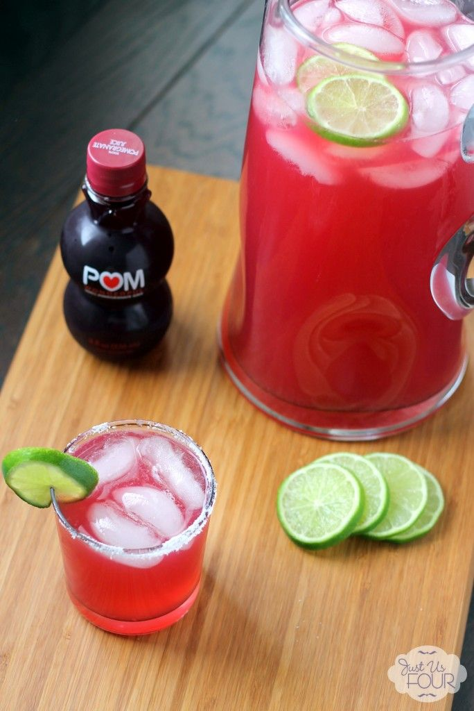 Love the idea of a pomegranate margarita. This pomegranate margarita recipes on has three ingredients to make it. #cocktails #drinkrecipes