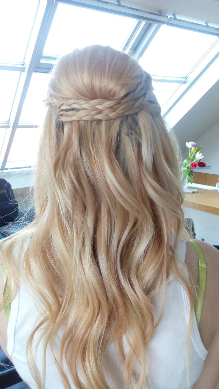 Bridal hair - loose waves By me: www.jitkanovotnacom