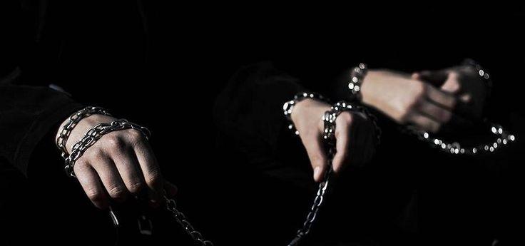 Siyah Giysili Adamlar… Aydın altay
