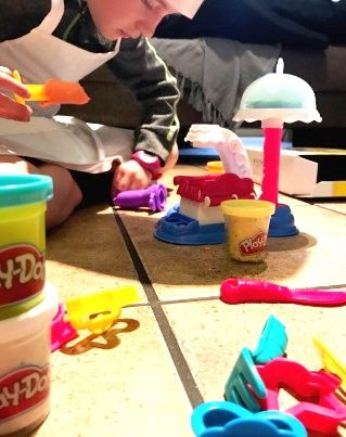 MomAgain@40: It's a Cake Party with Play-Doh Kitchen Creation r...