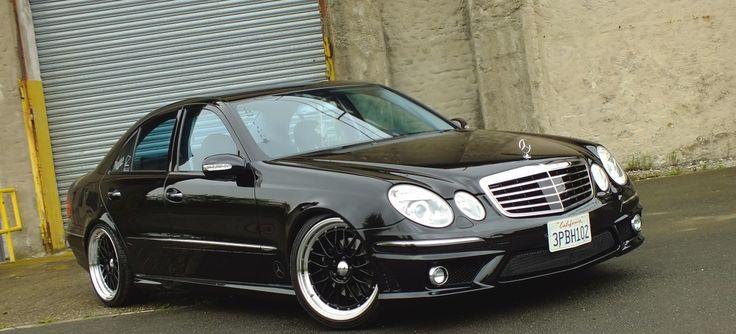 Trotz seines schwarzen Karosseriekleids ist Henk Radlers Mercedes der Baureihe W211 alles andere als ein automobiler Trauerkloß. Im Gegenteil: Beim Anblick des