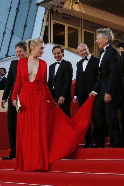 Cannes kırmızı halıda kırmızı görüntüler!