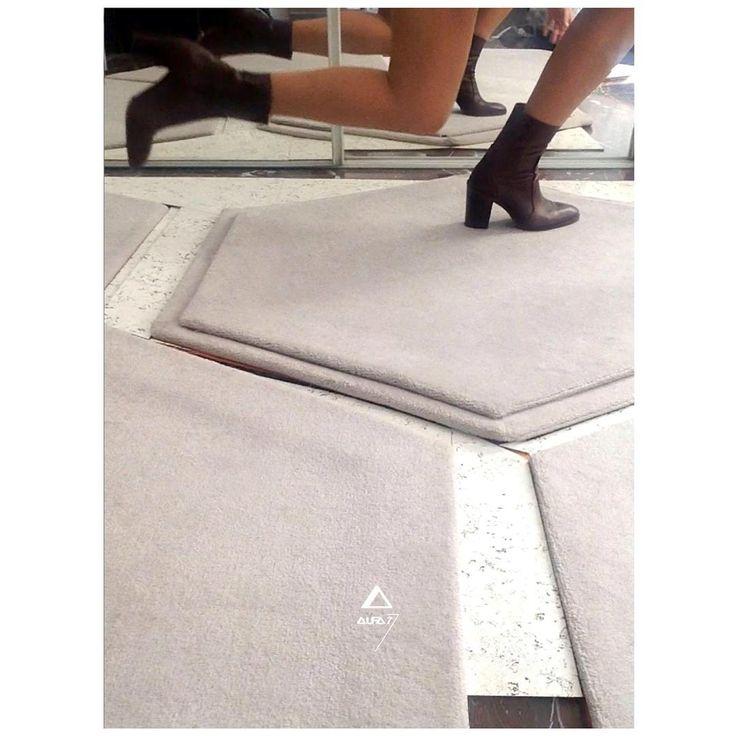 "28 Me gusta, 1 comentarios - alfa7 lab (sierra) (@alfa___7) en Instagram: ""#rug #carpet #wool  #legs #pantys #boots #heels  #cork #module #hexagon #housegoods #interiors…"""