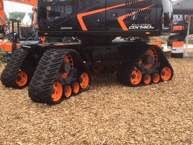 Doosan Minibagger Mit Bodenschonendemn Fahrwerk Sehr Interssant Schon Anzusehen Baumaschinen Landmaschi Heavy Equipment Tractors Monster Trucks