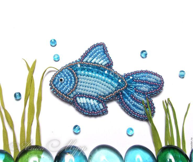 """Купить Брошь """"Рыбка"""" бисер вышивка голубой - голубой, брошь из бисера, бисерная брошь"""