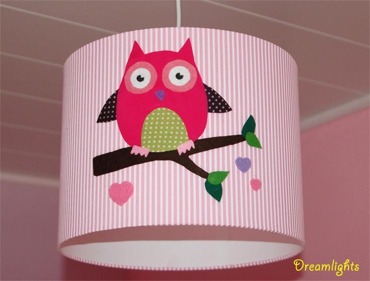 Owl lampshade - Hier könnt ihr einen niedlichen Eulen-Lampenschirm kaufen.    Der Lampenschirm ist mit einem Baumwollstoff in rosa, der mit weissen Streifen bedruckt