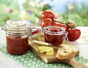 Das Rezept für Tomaten-Chili-Marmelade und weitere kostenlose Rezepte auf LECKER.de