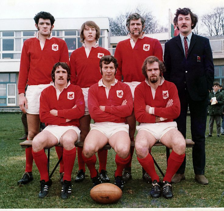 Mervyn Davies, JPR Williams, Geoff Evans, Mike Roberts  Gerald Davies, John Dawes, John Taylor.   All British Lions from the 1971 London Welsh team