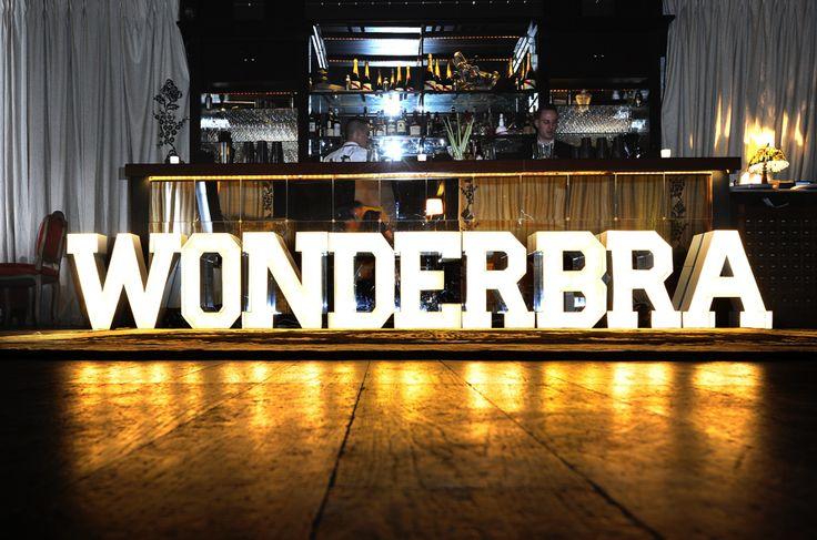 Wonderbra fête ses 20 ans!