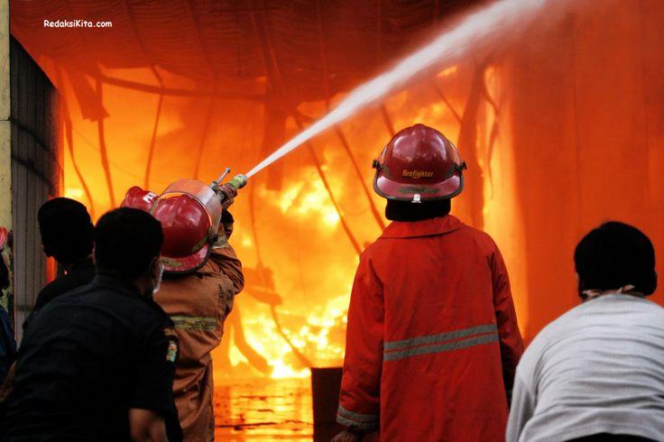 Kebakaran Pasar Senen - Dugaan awal terjadinya kebakaran di Pasar Senen adalah arus pendek listrik yang terjadi pada hari jumat menurut BPK Jakarta Pusat.