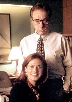 Dr. Elliott Kupferberg (Peter Bogdonavich) and Dr. Jennifer Melfi (Lorraine Bracco) in The Sopranos