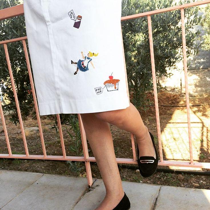 Etekteki lekeleri Alice Harikalar Diyarında ile kapattık ��  #embroidery #contemporaryembroidery #embroideryart #embroiderylove #handmade #elişi #nakış #aliceinwonderland http://turkrazzi.com/ipost/1525597846034924483/?code=BUsAyhzA0PD