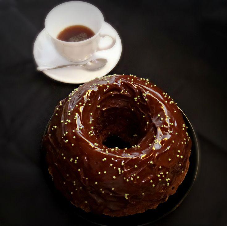 Egy igazi energiabomba a hideg téli napokra. Kuglófnak nevezem, azonban mégis egy kicsit másfajta a tésztája. Egy sütemény dupla élvezettel, a csokoládétól mosolyogni fogunk, kávétól pedig felébredünk.     Hozzávalók:   227 g margarin   60 g minőségi sötét holland kakaó   1 kis csésze minőségi főzött kávé  ...