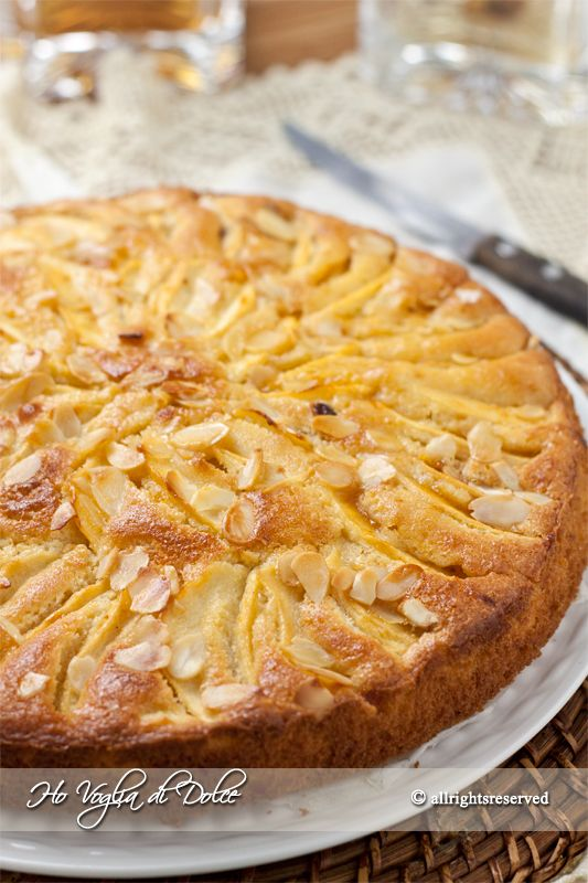 Torta di mele e mandorle, ricetta facile, soffice, morbida. Ideale per colazione, merenda, per i bambini. Veloce da preparare, si conserva più giorni.