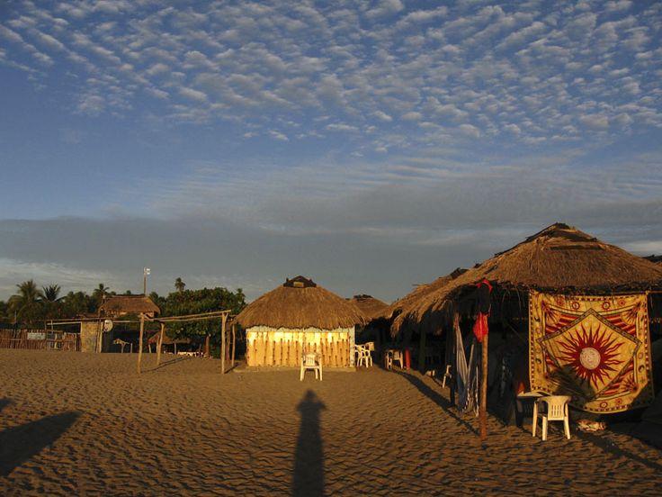 Regálate unas vacaciones en hermosos escenarios naturales, comiendo delicioso y gastando muy poco. ¡Conoce las mejores playas para acampar en México!