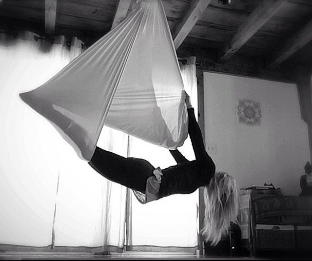 Aerial Silk – Aerial Sling #aerialyoga #karlenemurphy #kamafitness