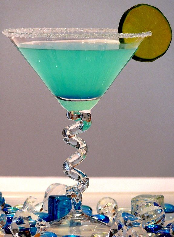 Hpnotiq Breeze from NoblePig.com. Think 4th of July or a Baby Boy Shower.