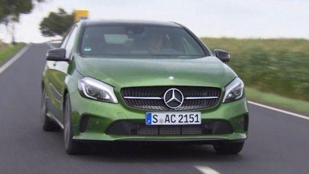 Auch Mercedes-Benz ist lernfähig. Weil vielen Kunden die A-Klasse zu hart war, wird jetzt anständig gefedert. Und ein schwächerer Motor ist auch noch dabei.
