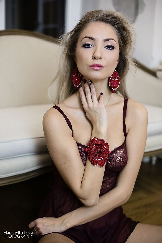bracelet and earrings set made by Atelier Magia