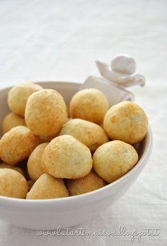 Olive in crosta. Non hanno nulla a che vedere con le olive ascolane perché sono semplici olive avvolte in una pastella e cotte in forno. Molto carine per un aperitivo.