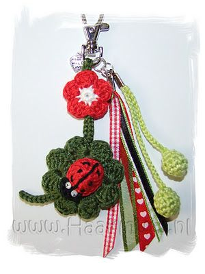 Lucky charms key ring, free pattern in Dutch by Haakmuts.
