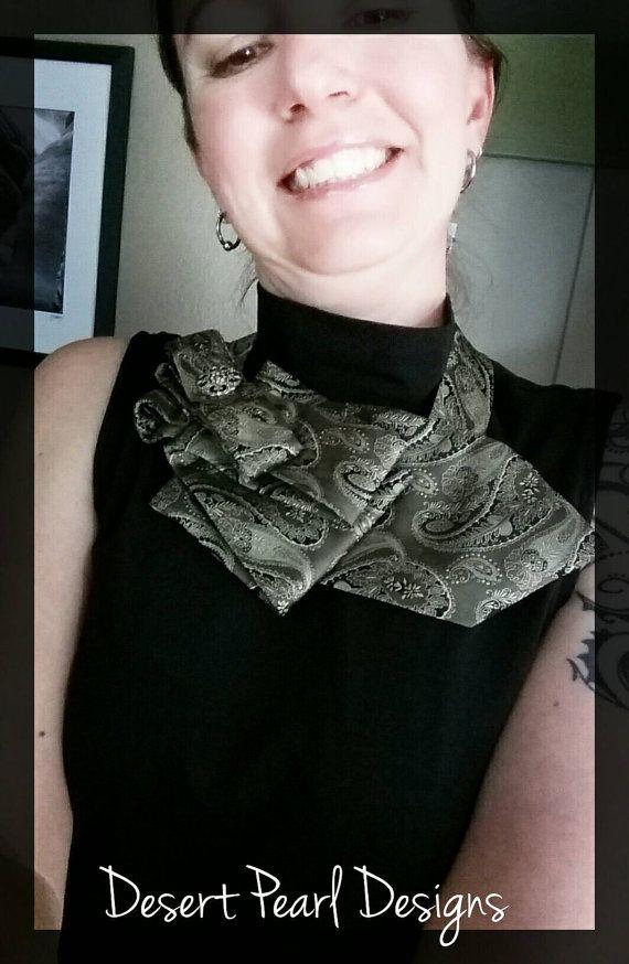 Bufanda corbata verde, pajarita de las mujeres, señoras ascot empate, upcycled única manera, cuello de volantes, señoras neckware, regalo de las mujeres, seda scarflette
