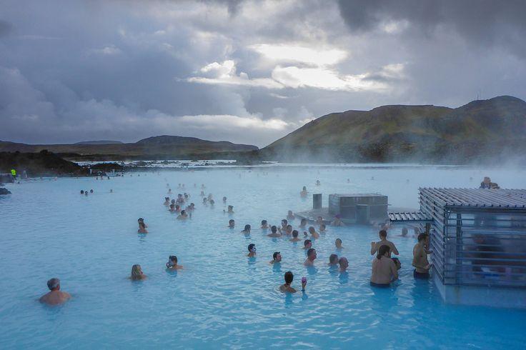 Η ομάδα του World Party, κατεβαίνει στο εργαστήριο της και έχοντας αφαιρέσει οποιοδήποτε κίνδυνο, ταλαιπωρία και κακουχία, σας παρουσιάζει την Ισλανδία, ένα ταξίδι με κύρια χαρακτηριστικά την περιπέτεια,την εξερεύνηση και την ομαδικότητα! Προσοχή! Τυχόν πονοκεφάλοι από την υπερπληθώρα εμπειριών και εικόνων, βαραίνουν εξ ολοκλήρου τον ταξιδιώτη!