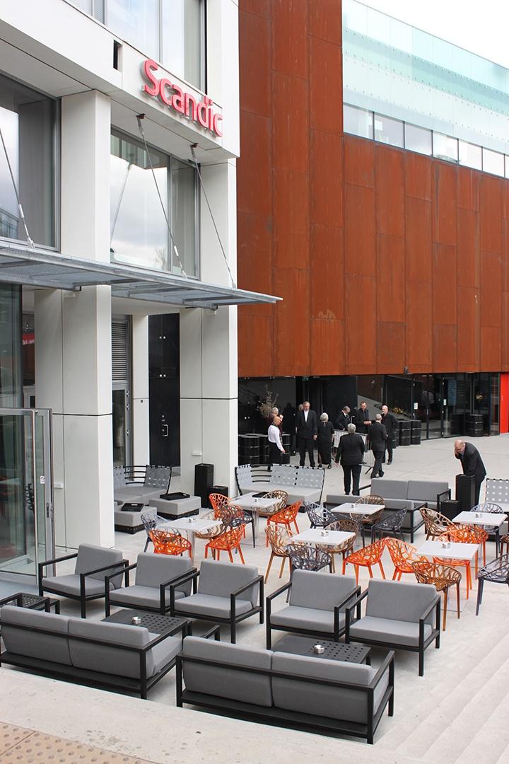 Sundays Design utemøbler på hotellet Scandic Vulcan, Oslo  #hage #uterom #utemøbler #norskdesign #sundays #sundaysdesign #hagemøbler
