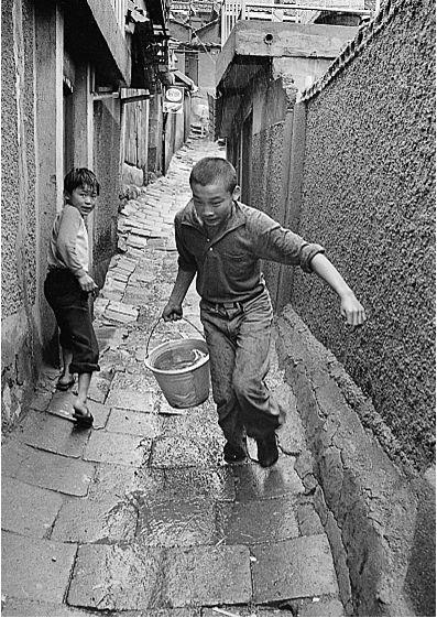 Back Alley - by Kim Ki Chan, South Korean